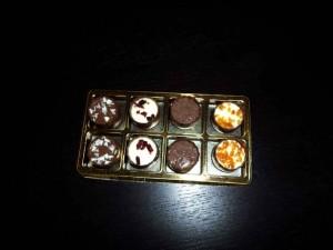 Chese pentru praline chese aurii 8 bomboane Chese aurii 8 bomboane chese aurii pentru 8 praline 1417 6 1 300x225