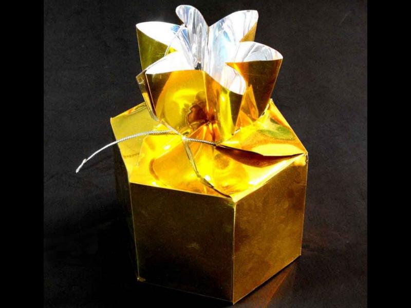 cutii aurii bomboane