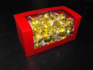 Ambalaje bomboane cutii cu fereastra bomboane preambalate Cutii cu fereastra bomboane preambalate cutii carton colorat pentru bomboane 966 1 300x225