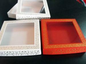 Cutii carton cu fereastra
