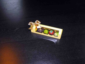 Ambalaje martipan cutii din carton fereastra figurine martipan Cutii din carton fereastra figurine martipan cutii carton cu fereastra plastic figurine martipan 1012 6 300x225
