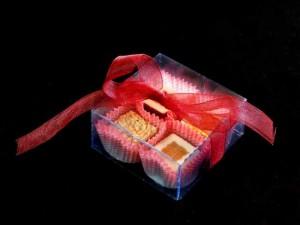 Cutiute plastic pentru patru bomboane