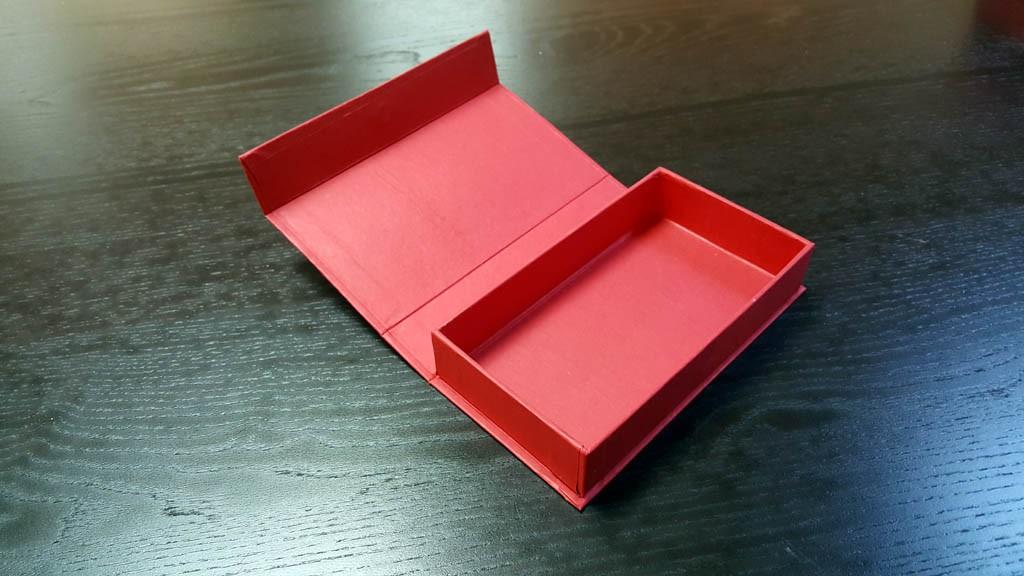 Cutie rigida pentru praline cu magnet- 1