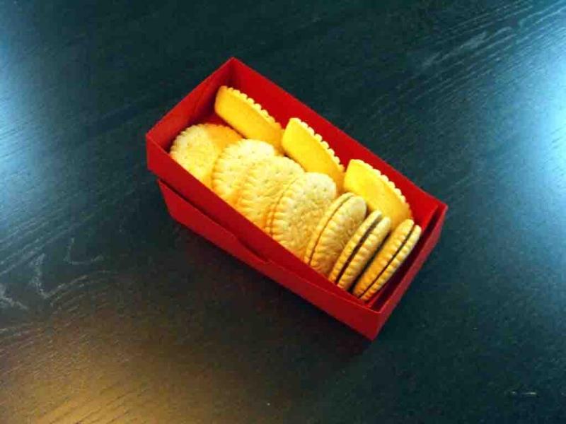 cutii biscuiti carton colorat