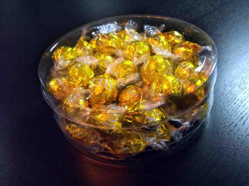 Cutii rotunde bomboane preambalate