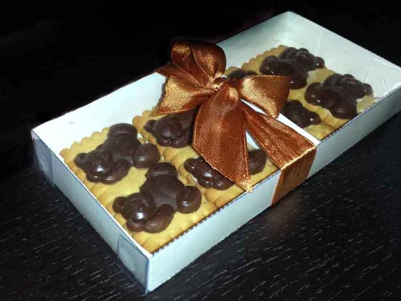 cutii biscuiti ciocolata cutii biscuiti ciocolata Cutii biscuiti ciocolata cutii carton biscuiti cu glazura ciocolata ursuleti 1175 1 800x600