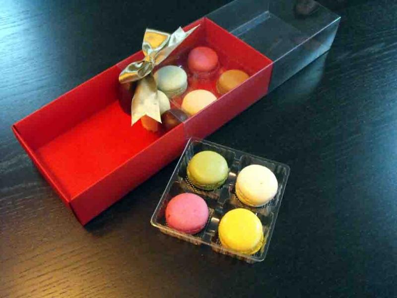 Cutii carton cu manson Macarons cutii carton cu manson macarons Cutii carton cu manson Macarons cutii carton colorat cu 2 chese macarons 982 1