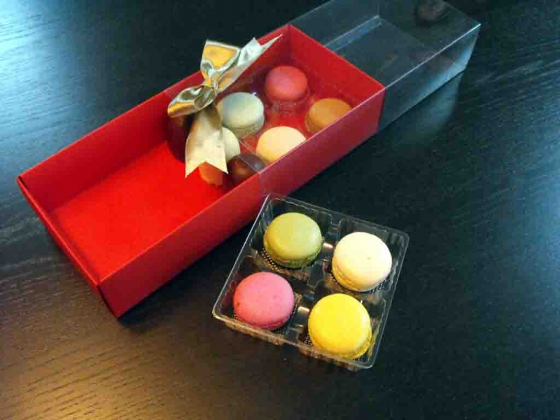 Cutii carton cu manson Macarons