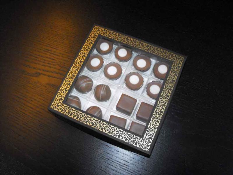 cutii cu fereastra 16 praline cutii cu fereastra 16 praline Cutii cu fereastra 16 praline cutii carton cu fereastra 16 praline 1086 2