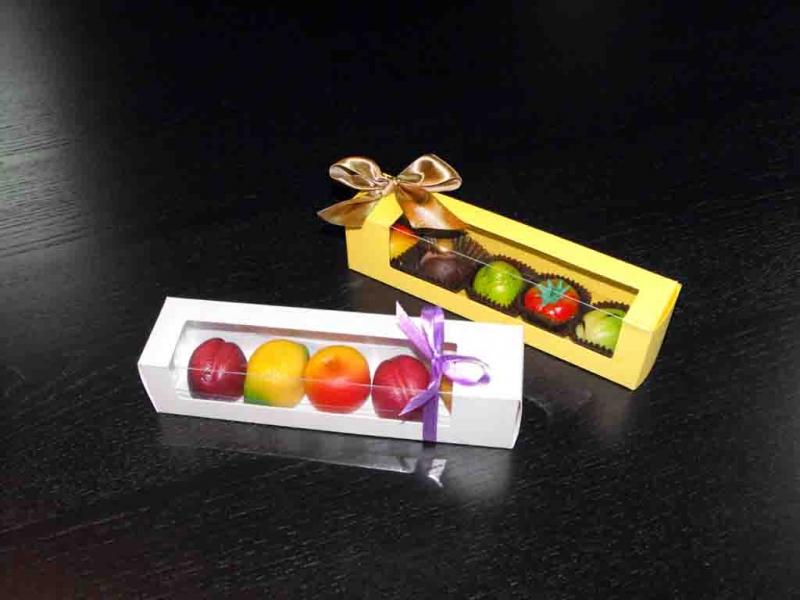 Cutii din carton fereastra figurine martipan