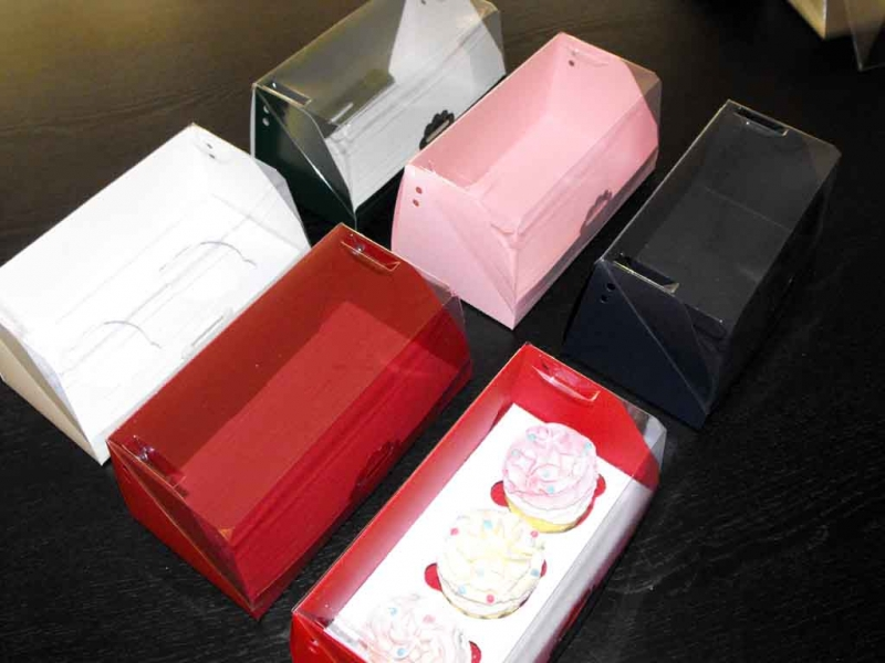 Ambalaje prajituri cutii cu insert trei cupcakes Cutii cu insert trei cupcakes cutii carton pentru doua trei cupcakes 1408 1