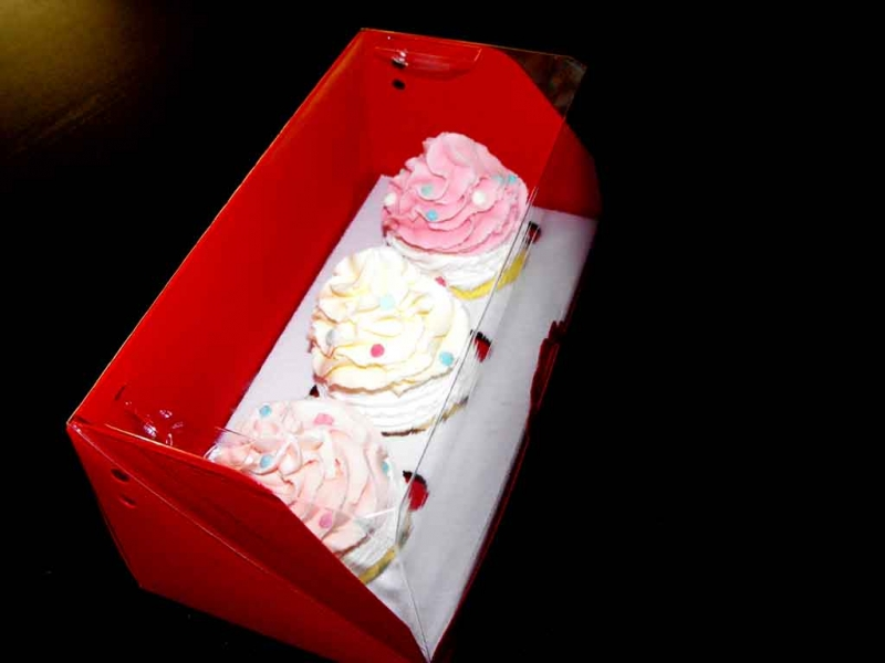 Ambalaje prajituri cutii cu insert trei cupcakes Cutii cu insert trei cupcakes cutii carton pentru doua trei cupcakes 1408 11