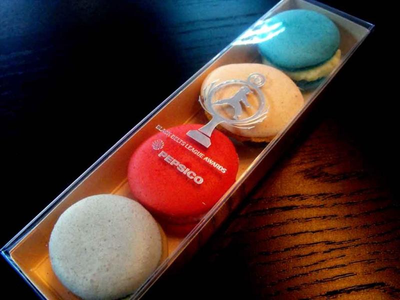 cutii inscriptionate patru macarons