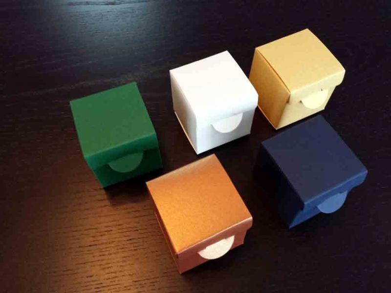 cutii-mici-cartCutii macarons pentru marturii nuntaon-marturii-nunta-1255-1