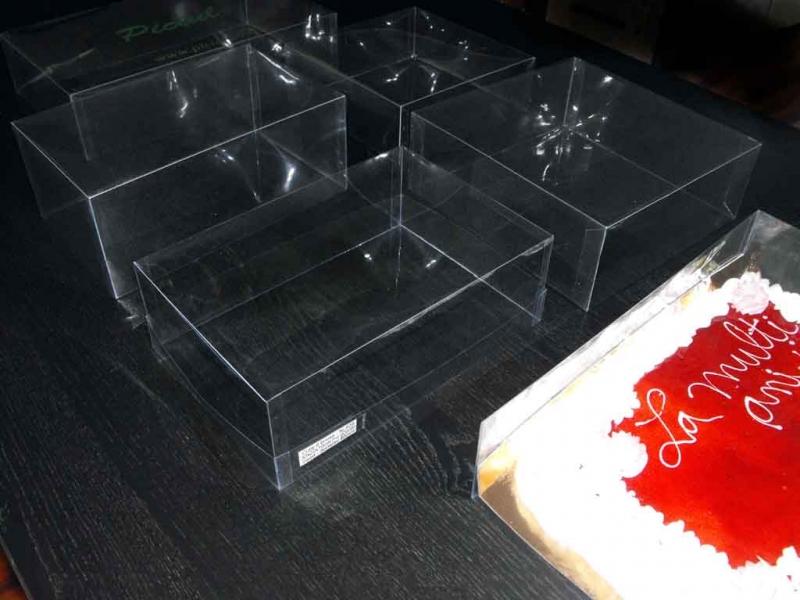 cutii-transport-torturi-mari-platouri-prajituri-si-miniprajituri