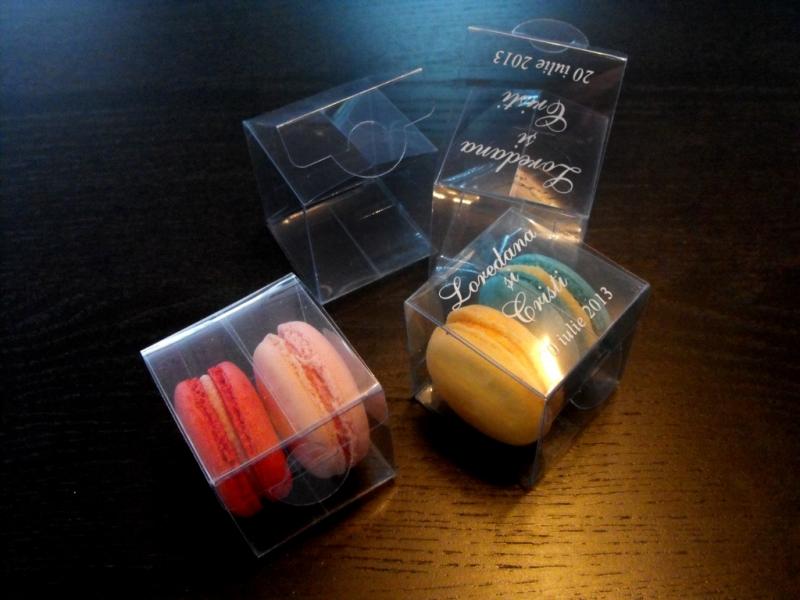 cutiute plastic doua macarons