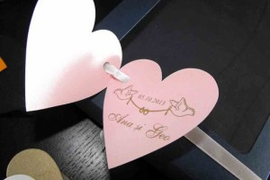 Etichete carticica in forma de inima etichete carticica forma inima Etichete carticica forma inima etichete inimioare marturii nunta 1353 1 300x200