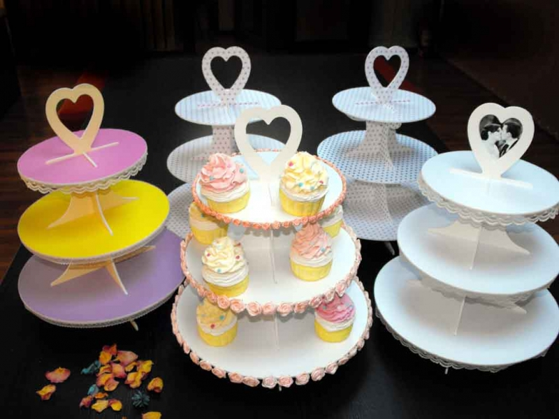 standuri prezentare cupcakes si macarons