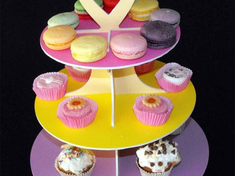 Standuri pentru candy bar standuri prezentare cupcakes si macarons Standuri prezentare cupcakes si macarons standuri pentru prezentare cupcakes macarons miniprajituri 1558 10 800x600