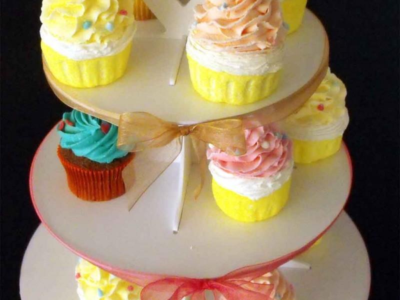 Standuri pentru candy bar standuri prezentare cupcakes si macarons Standuri prezentare cupcakes si macarons standuri pentru prezentare cupcakes macarons miniprajituri 1558 11 800x600