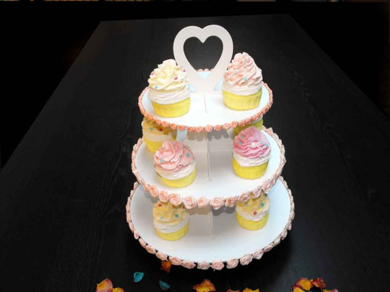 Standuri pentru cupcakes