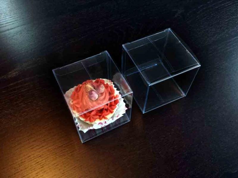 Cutii plastic pentru briose