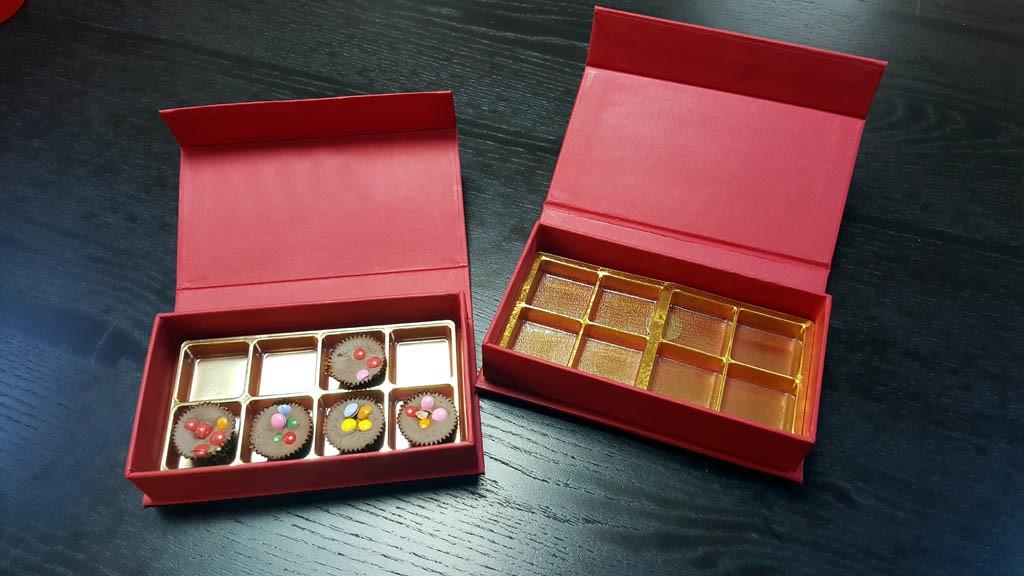 cutie rigida cu magnet pentru praline Cutie rigida cu magnet pentru praline / bomboane Cutie rigida pentru praline cu magnet 11 1024x576