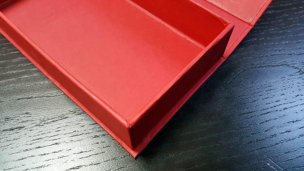 cutie rigida cu magnet pentru praline Cutie rigida cu magnet pentru praline / bomboane Cutie rigida pentru praline cu magnet 4 1024x576