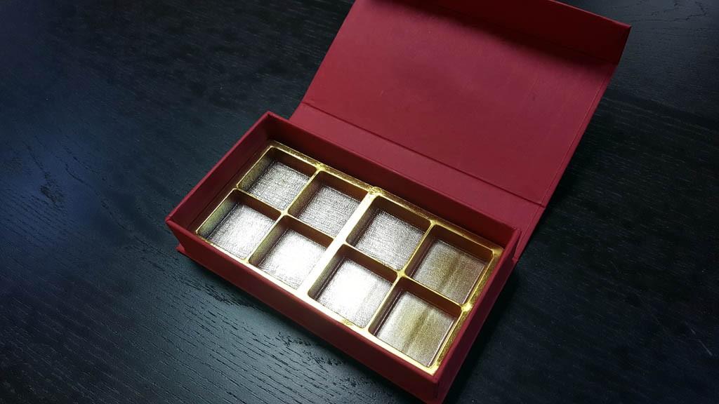 cutie rigida cu magnet pentru praline Cutie rigida cu magnet pentru praline / bomboane Cutie rigida pentru praline cu magnet 8 1024x576
