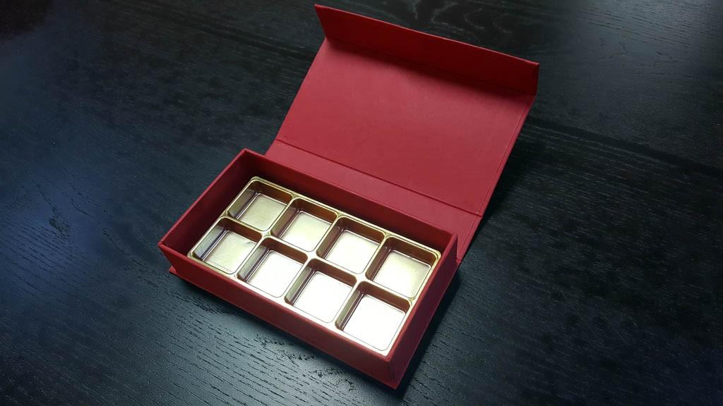 cutie rigida cu magnet pentru praline Cutie rigida cu magnet pentru praline / bomboane Cutie rigida pentru praline cu magnet 9 1024x576