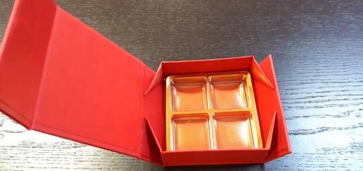 Cutie rigida cutie rigida Cutie rigida cu magnet pentru 4 praline sau bomboane Cutie rigida cu magnet pentru 4 praline bomboane 1 520x245