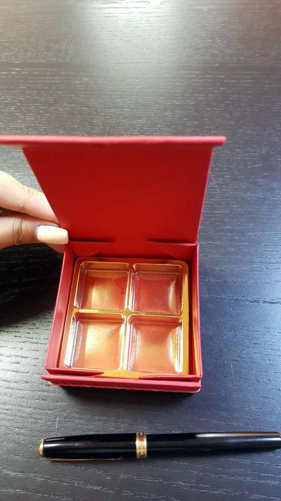 cutie rigida Cutie rigida cu magnet pentru 4 praline sau bomboane Cutie rigida cu magnet pentru 4 praline bomboane 2 576x1024