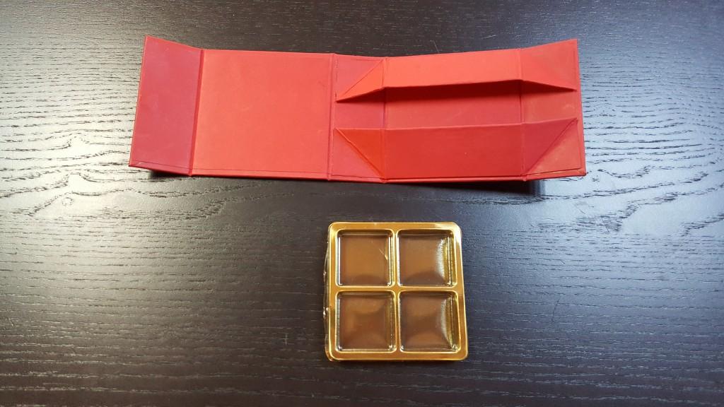 cutie rigida Cutie rigida cu magnet pentru 4 praline sau bomboane Cutie rigida cu magnet pentru 4 praline bomboane 3 1024x576