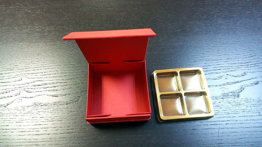 cutie rigida Cutie rigida cu magnet pentru 4 praline sau bomboane Cutie rigida cu magnet pentru 4 praline bomboane 6 1024x576