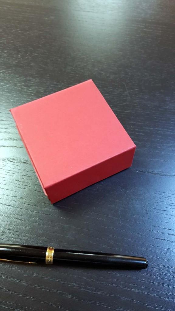 cutie rigida Cutie rigida cu magnet pentru 4 praline sau bomboane Cutie rigida cu magnet pentru 4 praline bomboane 8 576x1024