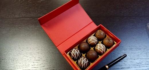 Cutie de lux cutii rigide pentru bomboane, praline Cutii rigide cu magnet pentru bomboane, praline (video) Cutie de lux pentru 8 praline 1 520x245