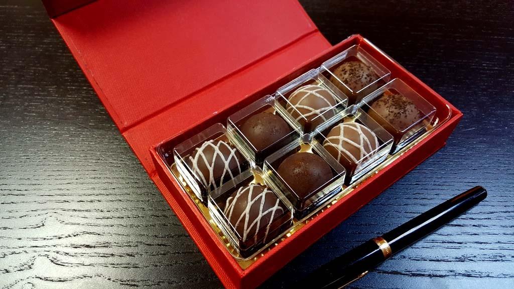cutie de lux Cutie de lux pentru 8 praline Cutie de lux pentru 8 praline 2 1024x576