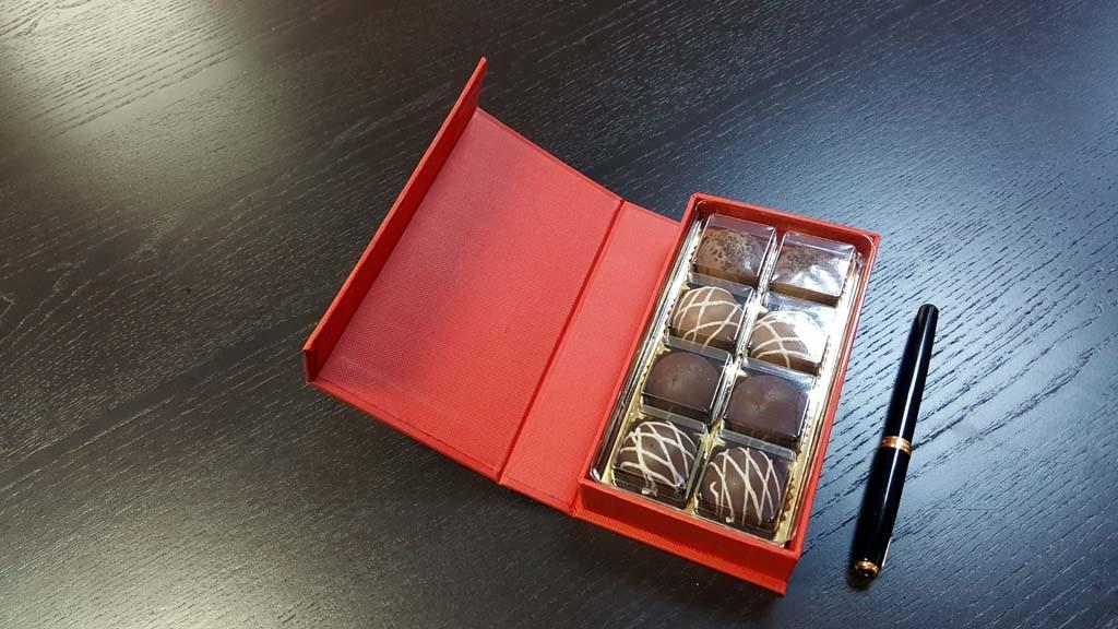 cutie de lux Cutie de lux pentru 8 praline Cutie de lux pentru 8 praline 3 1024x576