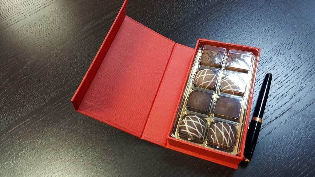 cutie de lux Cutie de lux pentru 8 praline Cutie de lux pentru 8 praline 4 1024x576