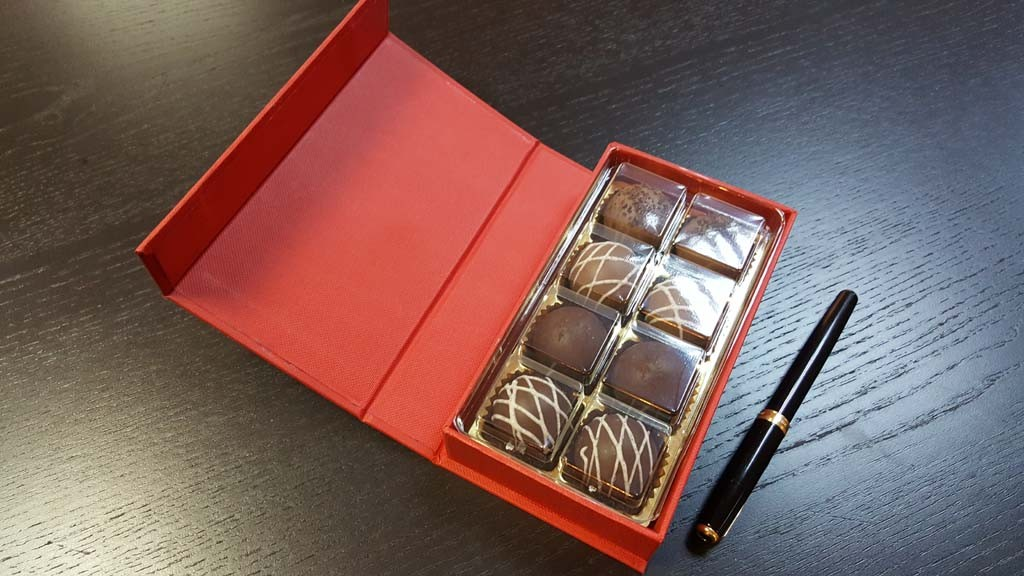cutie de lux Cutie de lux pentru 8 praline Cutie de lux pentru 8 praline 5 1024x576