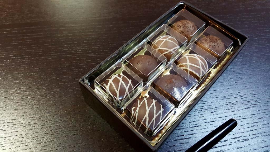 cutie pentru 8 bomboane Cutie pentru 8 bomboane Cutie pentru 8 bomboane 2 1024x576
