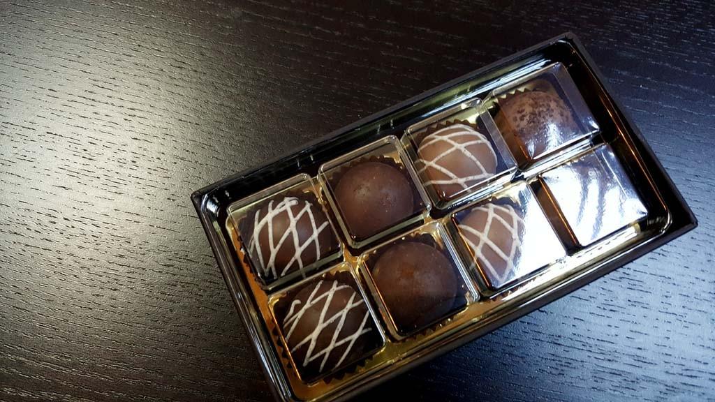 cutie pentru 8 bomboane Cutie pentru 8 bomboane Cutie pentru 8 bomboane 3 1024x576