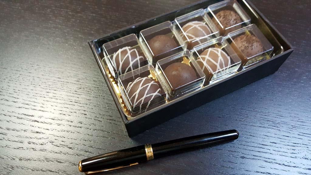 cutie pentru 8 bomboane Cutie pentru 8 bomboane Cutie pentru 8 bomboane 4 1024x576