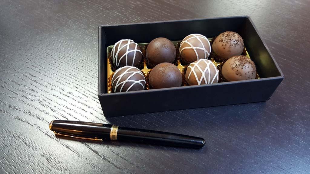 cutie pentru 8 bomboane Cutie pentru 8 bomboane Cutie pentru 8 bomboane 7 1024x576