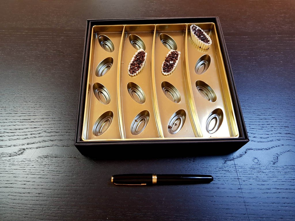 cutie rigda Cutie rigda cu capac pentru praline Cutie rigda cu capac pentru praline 2 1 1024x768