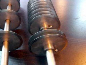 Dispozitiv cu discuri de taiere (cutite) diverse compozitii (aluaturi, ciocolata, martipan etc) Dispozitiv cu discuri de taiere (cutite) diverse compozitii (aluaturi, ciocolata, martipan etc) dispozitiv cu discuri 1295 2 300x225