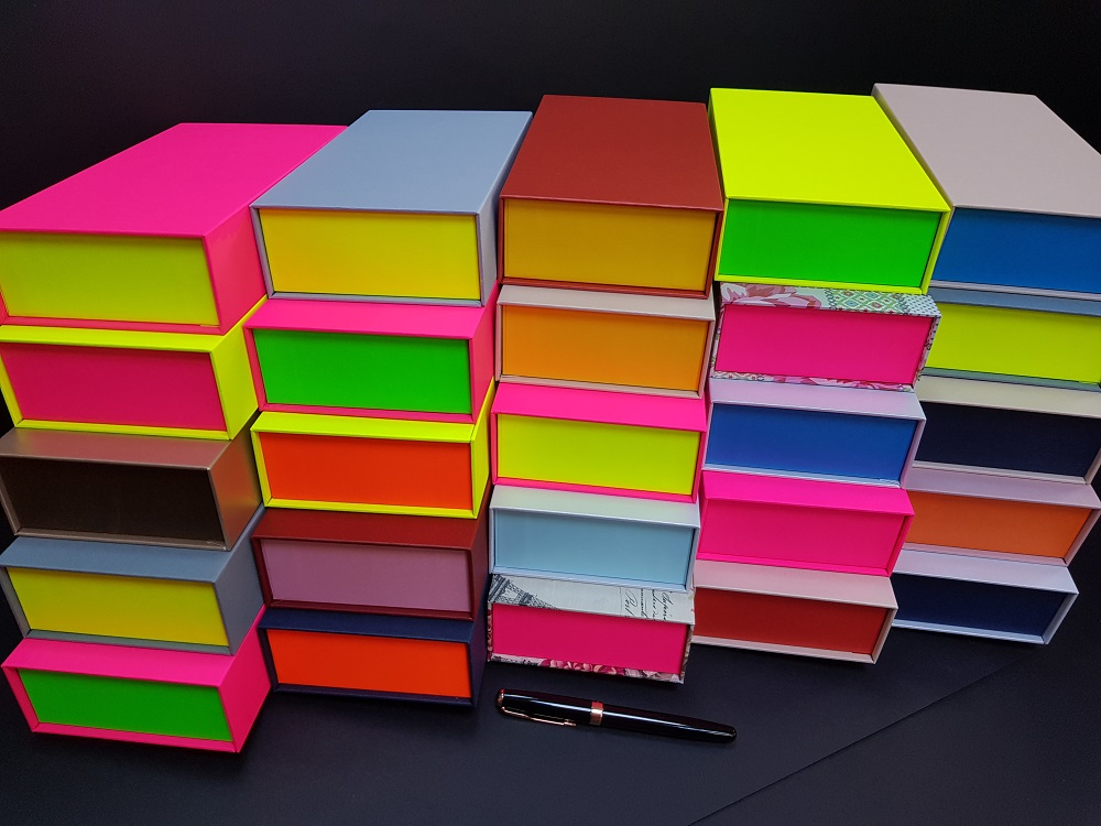 Cutii colorate cu magnet (model 6081) (2)